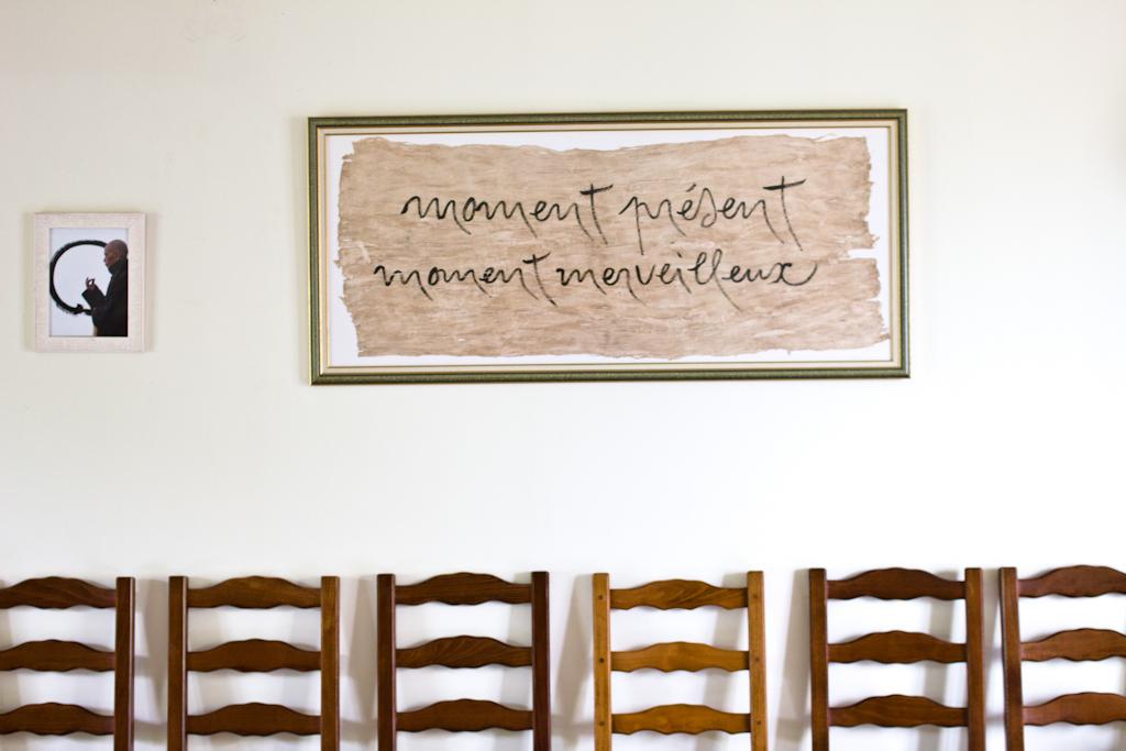 la maison de l 39 inspir reportage sur leurs pratiques bouddhistes. Black Bedroom Furniture Sets. Home Design Ideas